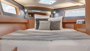 42.3 monohull cabin